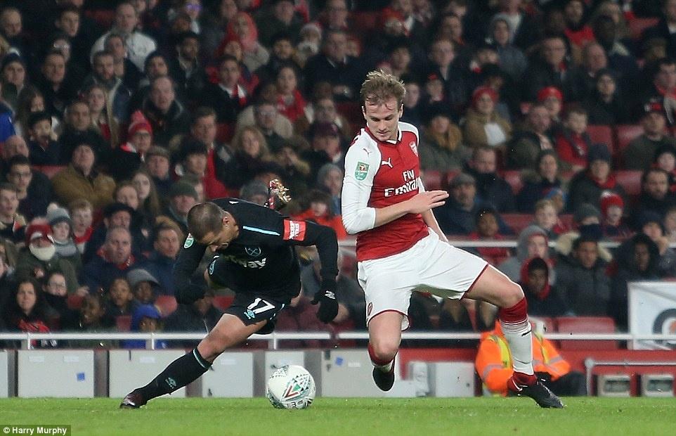 Welbeck dua Arsenal vao ban ket League Cup anh 3