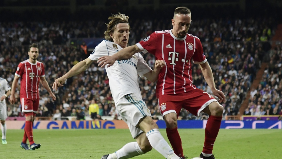 Cau thu Bayern om dau that vong truoc Real Madrid hinh anh 7