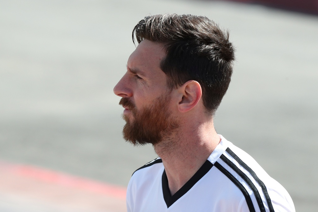 Hay cho Messi nhung cai om thay vi guom giao anh 1