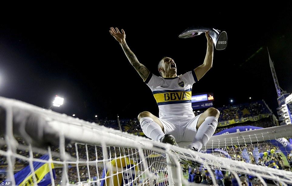 Tevez gianh danh hieu dau tien khi tro lai Boca Juniors hinh anh 2