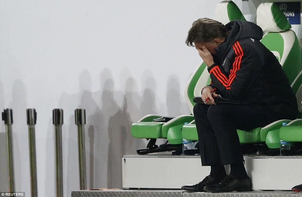 Sir Alex cung dan sao MU lang le tro ve tu Champions League hinh anh 10