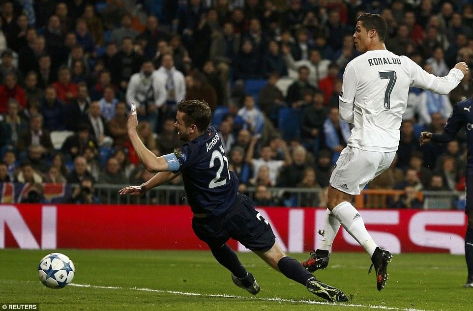 Ghi 4 ban trong 19 phut, Ronaldo giup Real dai thang 8-0 hinh anh 2