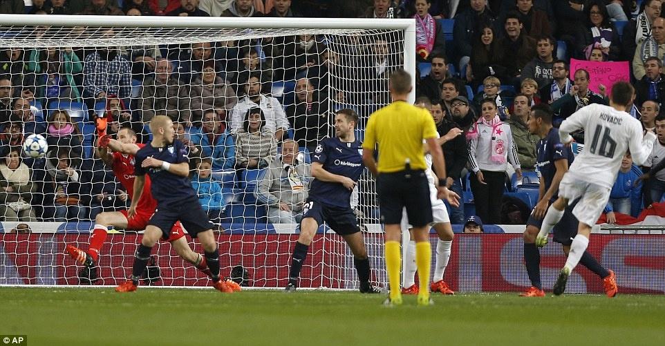 Ghi 4 ban trong 19 phut, Ronaldo giup Real dai thang 8-0 hinh anh 10