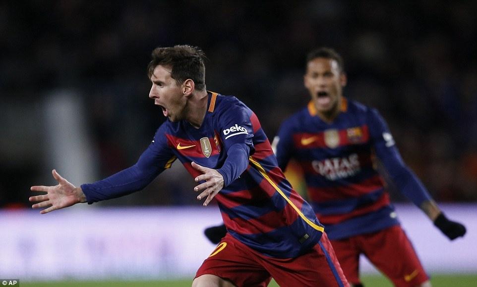Messi chao don hai tan binh cua Barca bang cu dup hinh anh 4