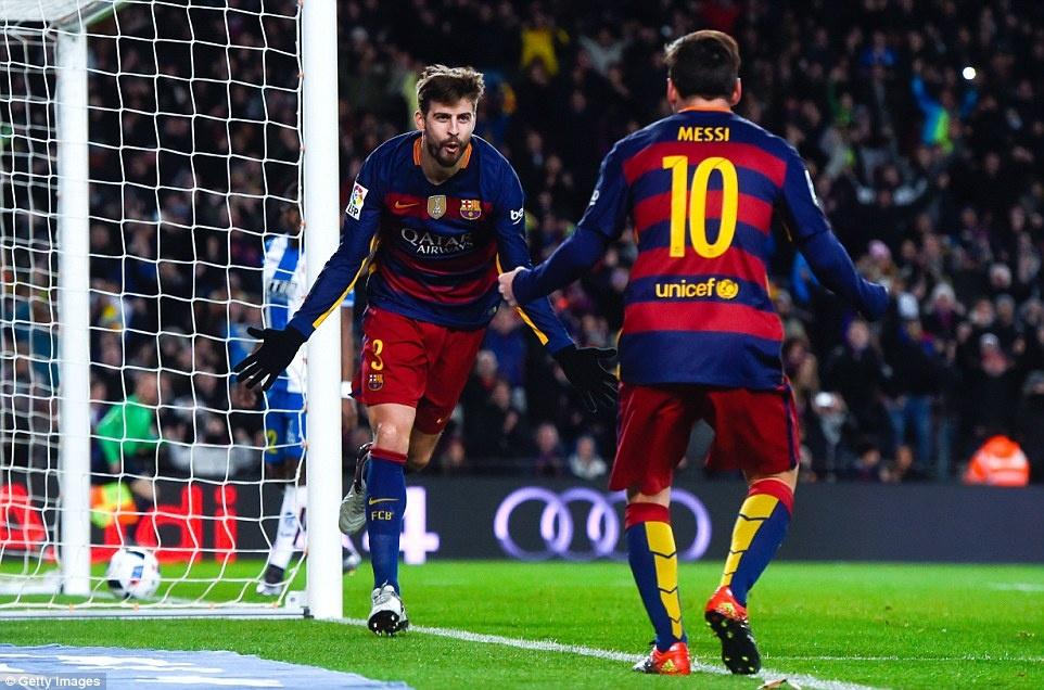 Messi chao don hai tan binh cua Barca bang cu dup hinh anh 7
