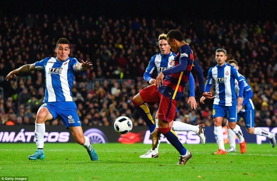 Messi chao don hai tan binh cua Barca bang cu dup hinh anh 9