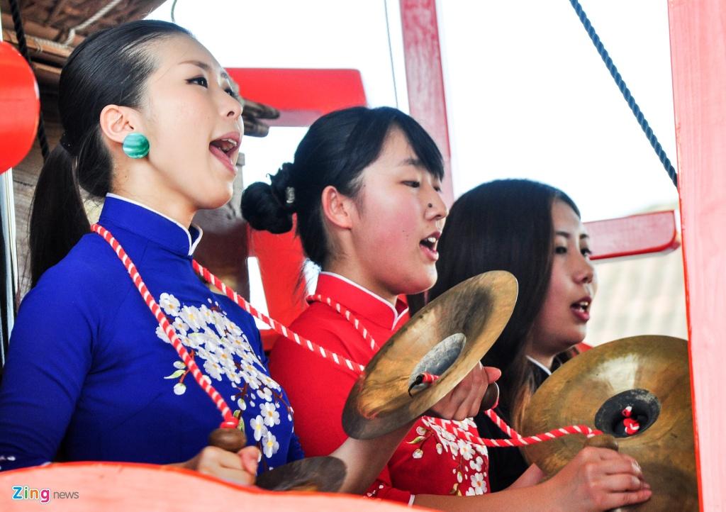 Tai hien dam cuoi cong nu Ngoc Hoa tren 'Chau An thuyen' hinh anh 12