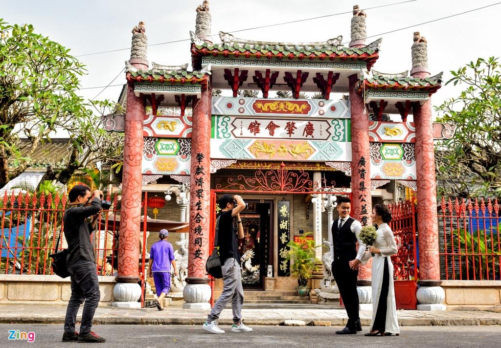 Hoi quan Quang Dong o pho co Hoi An anh 1
