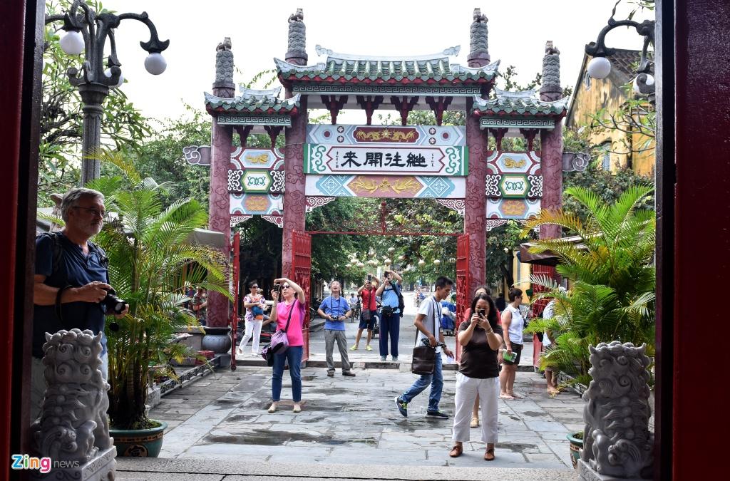 Hoi quan Quang Dong o pho co Hoi An anh 5