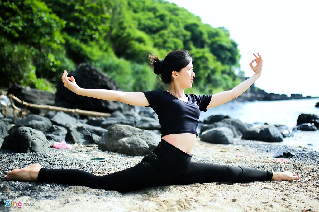 Tap yoga ben bai bien noi tieng Quang Ngai hinh anh 8