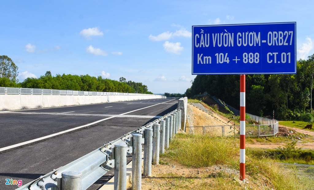 Gan 20 cay cau tham dot tren cao toc 34.500 ty Da Nang - Quang Ngai hinh anh 18