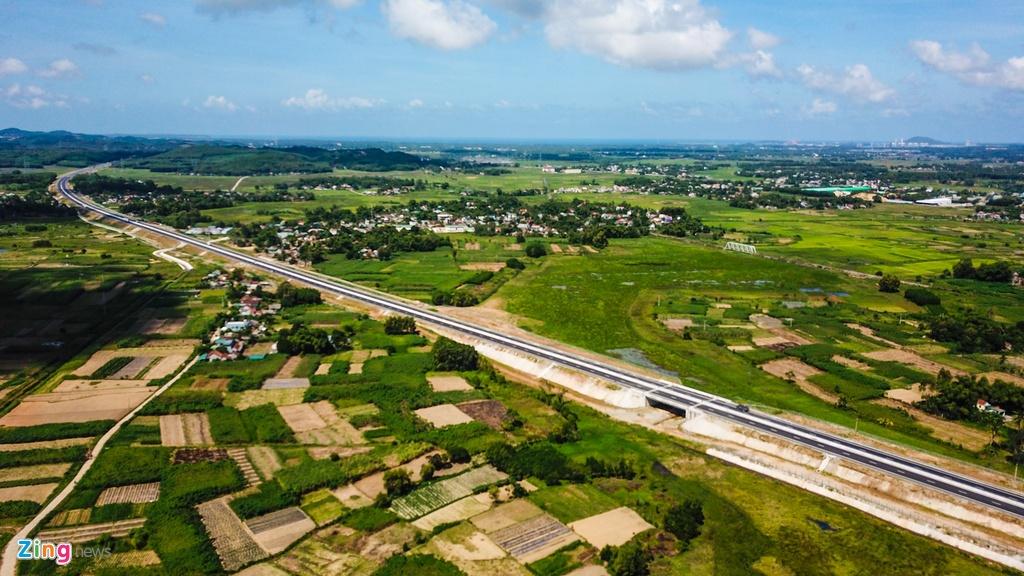 Gan 20 cay cau tham dot tren cao toc 34.500 ty Da Nang - Quang Ngai hinh anh 12
