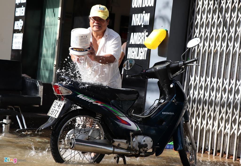 Dan Quang Nam cong lung don dep sau mua lu hinh anh 7