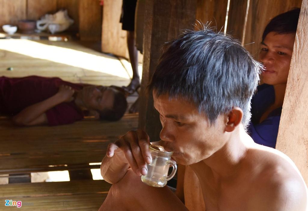 Doi ngheo trien mien vi te nghien ruou o vung cao Quang Ngai hinh anh 2