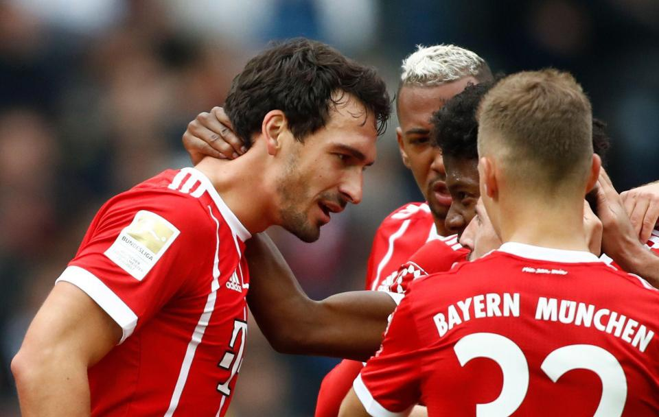 Dan truoc 2 ban,  Bayern Munich van bi Hertha Berlin cam hoa anh 4