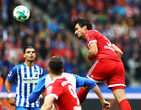 Dan truoc 2 ban,  Bayern Munich van bi Hertha Berlin cam hoa anh 3