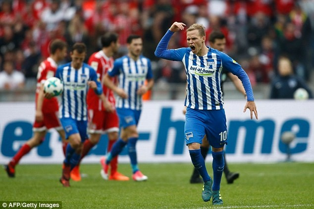 Willy Sagnol ra mat te hai trong tran dau dan dat Bayern Munich hinh anh 7