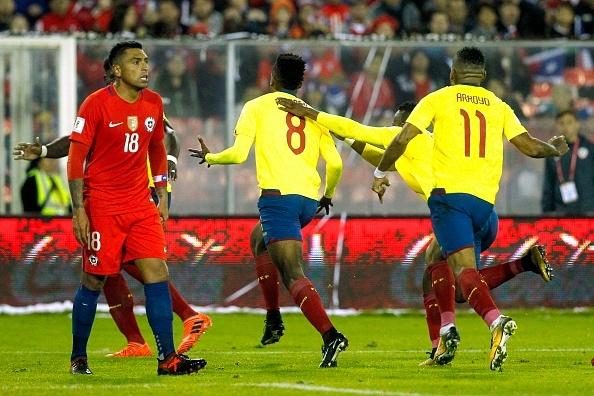 Sanchez toa sang giup Chile tien sat vong chung ket World Cup 2018 hinh anh 6