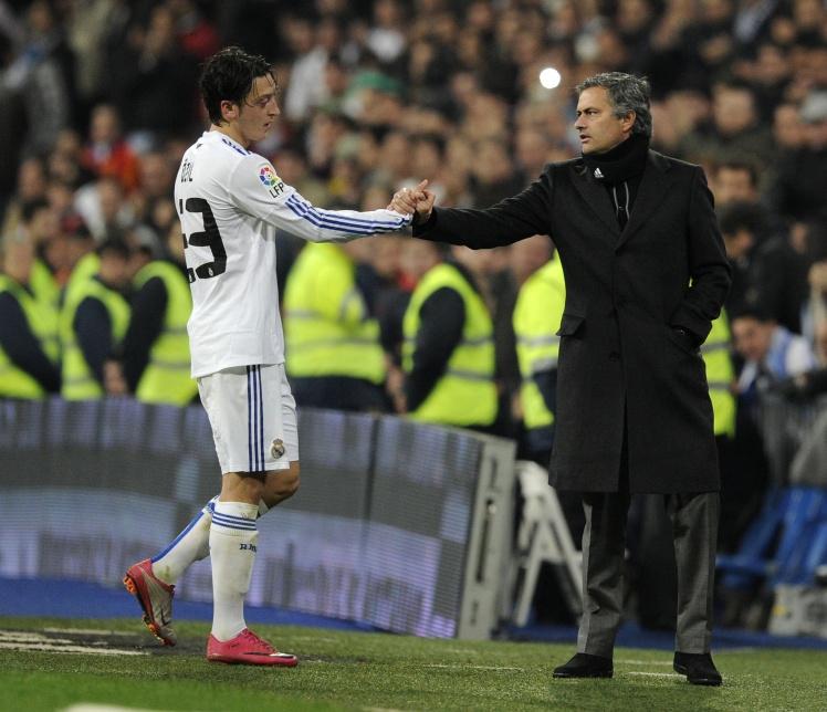 Lieu Mesut Oezil co phu hop cho Man Utd? hinh anh 2