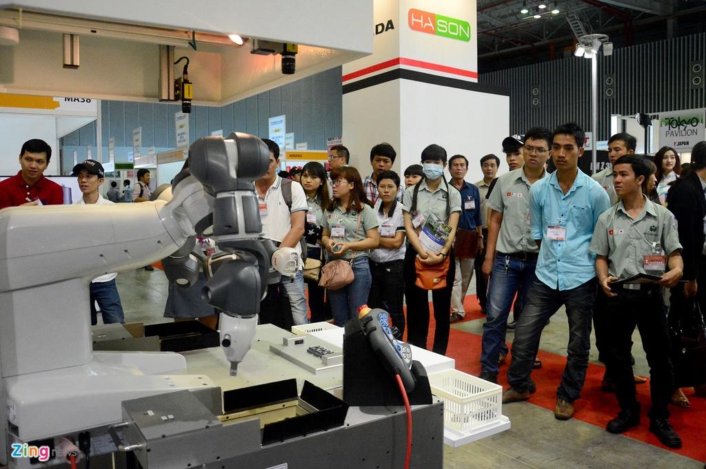 Robot biet lam viec voi nguoi den Viet Nam hinh anh 17