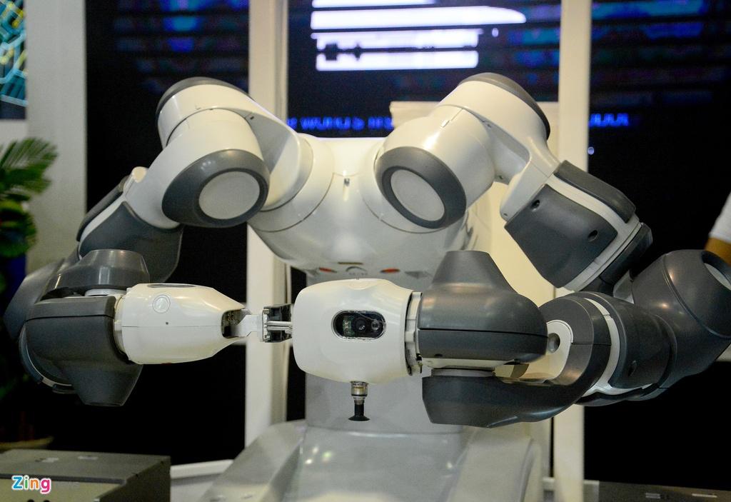 Robot biet lam viec voi nguoi den Viet Nam hinh anh 4
