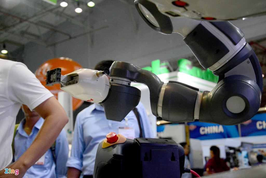 Robot biet lam viec voi nguoi den Viet Nam hinh anh 6
