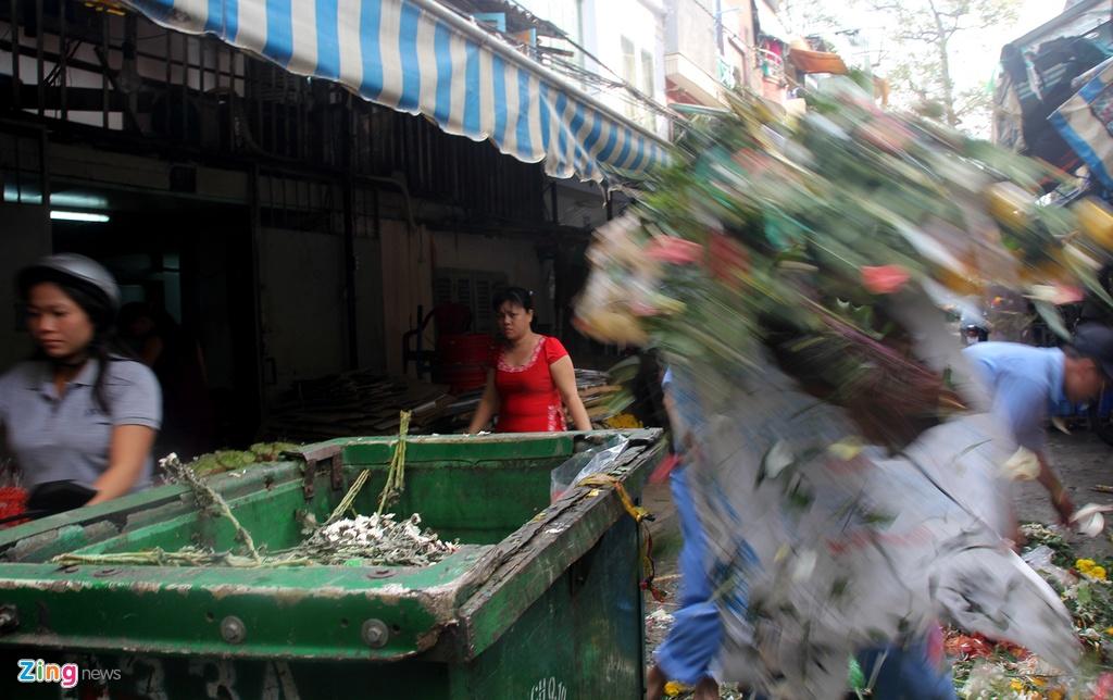 Rac hoa chat dong o Sai Gon sau 8/3 hinh anh 15