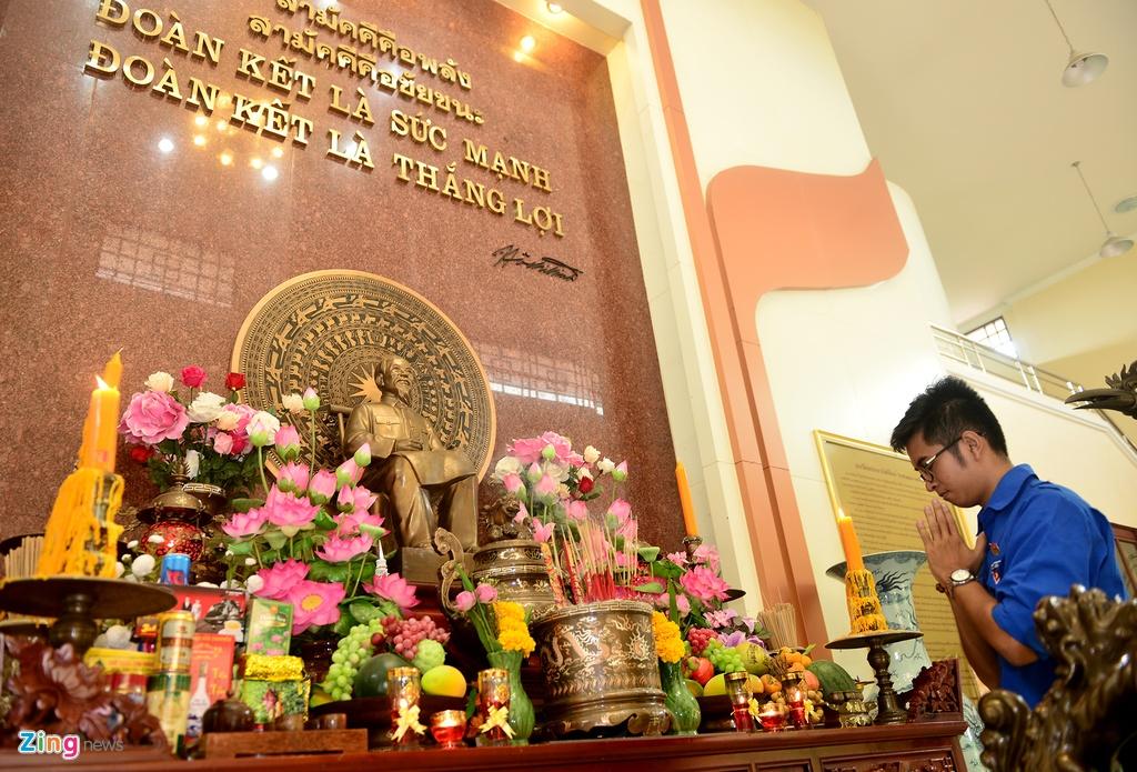 Sinh vien Viet Nam tham lang huu nghi Viet - Thai hinh anh 8