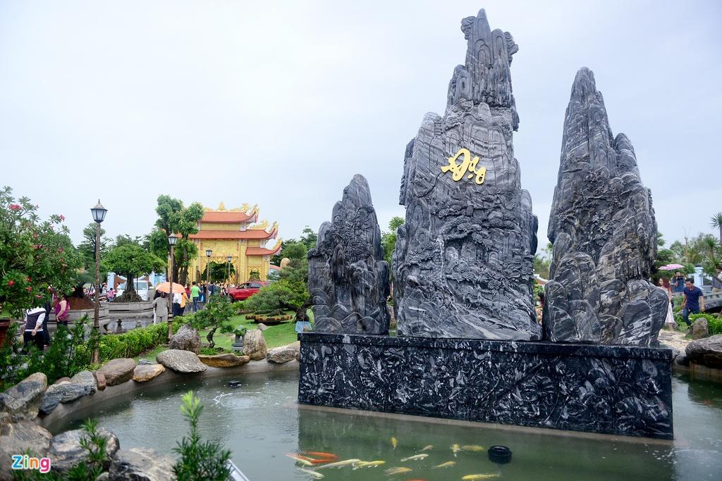 Toan canh nha tho To cua Hoai Linh o Sai Gon hinh anh 14