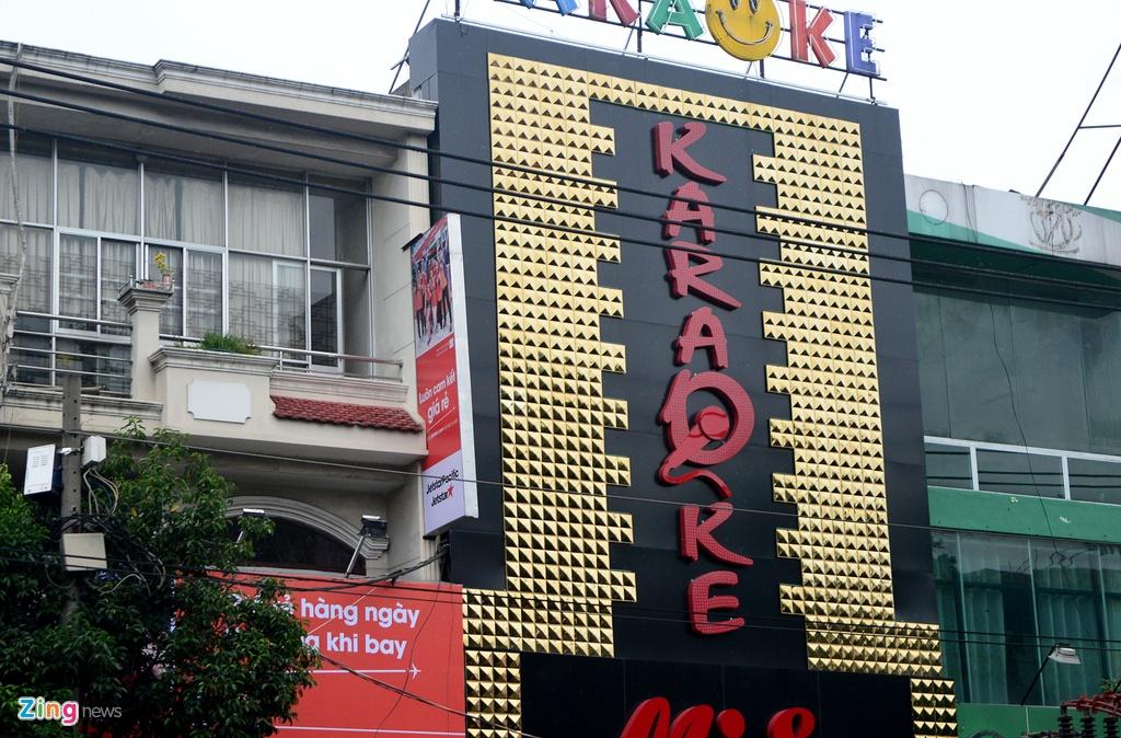 Bien quang cao bit kin quan karaoke, cua hang o Sai Gon hinh anh 4