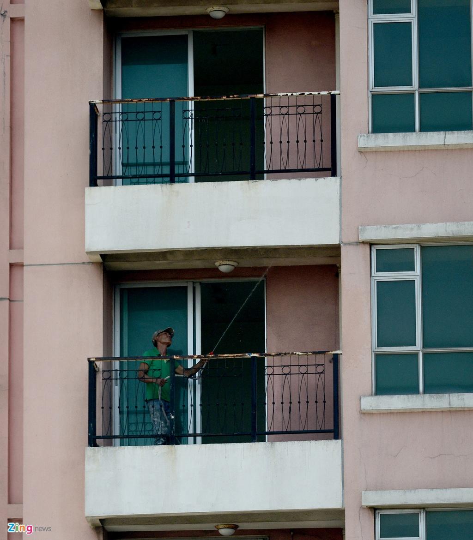 Thuan Kieu Plaza bat ngo 'doi ao' tu hong sang xanh la hinh anh 17
