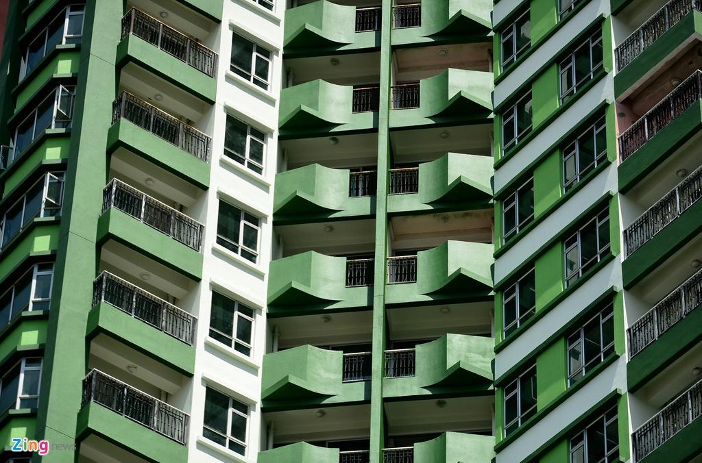 Thuan Kieu Plaza bat ngo 'doi ao' tu hong sang xanh la hinh anh 23