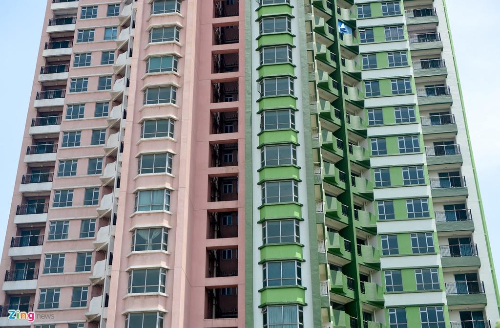 Thuan Kieu Plaza bat ngo 'doi ao' tu hong sang xanh la hinh anh 24