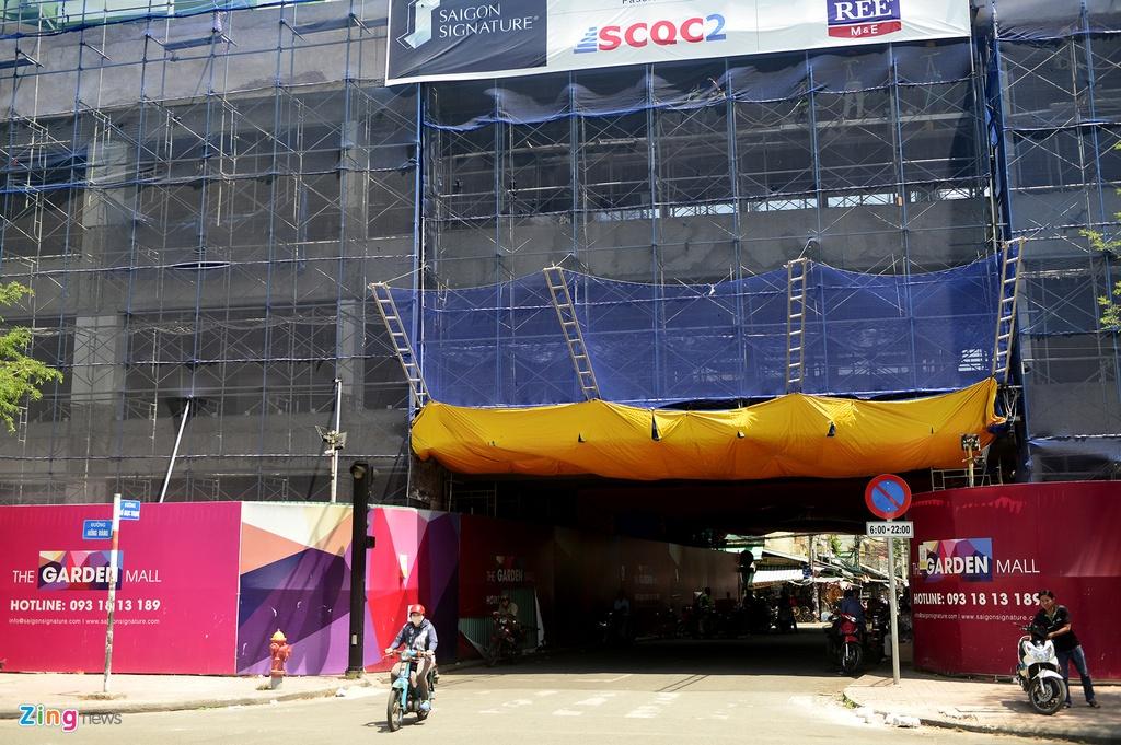 Thuan Kieu Plaza bat ngo 'doi ao' tu hong sang xanh la hinh anh 8