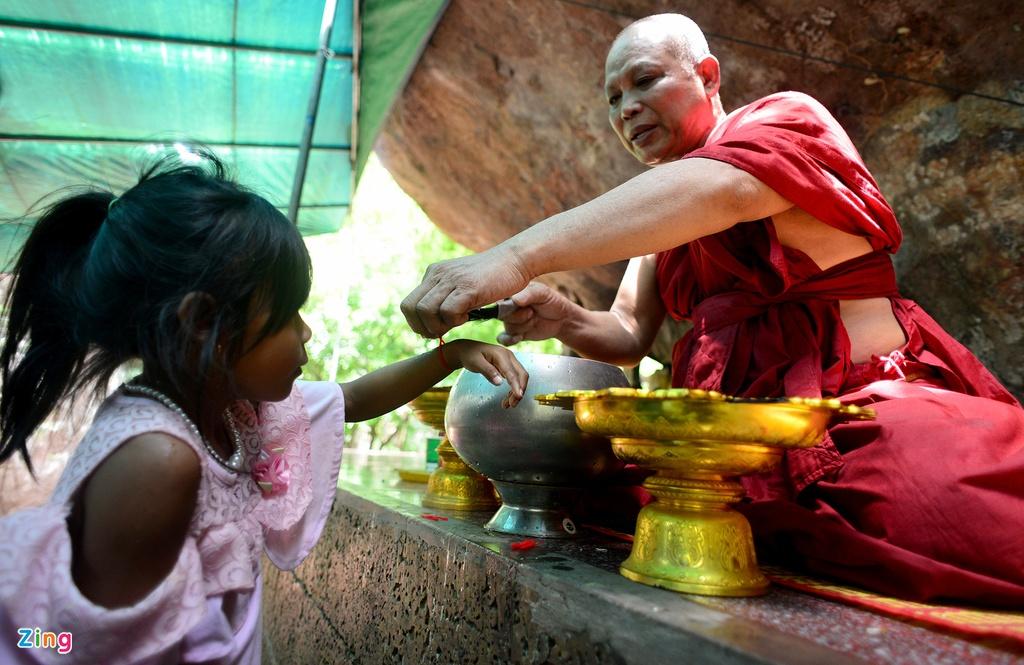 Chinh phuc ngon nui tung la can cu cua Khmer Do hinh anh 15