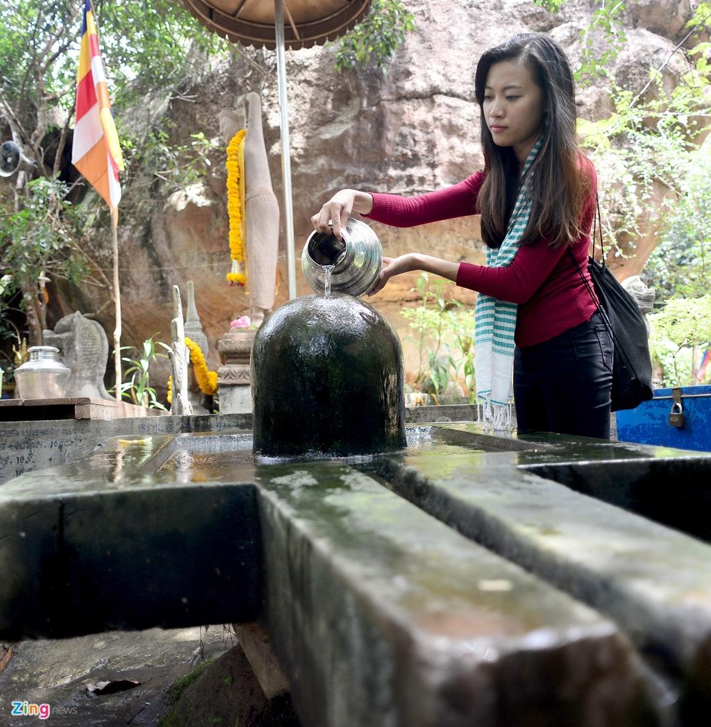 Chinh phuc ngon nui tung la can cu cua Khmer Do hinh anh 16