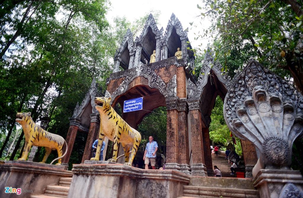 Chinh phuc ngon nui tung la can cu cua Khmer Do hinh anh 5