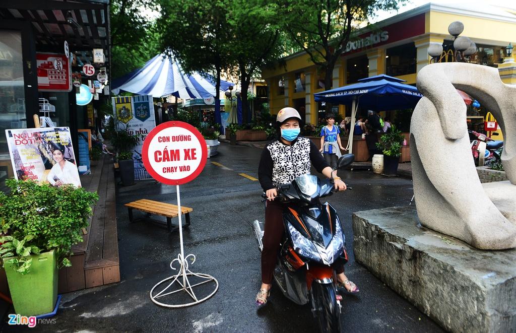 'Ma tran' tim cho gui xe vao duong sach Sai Gon hinh anh 9