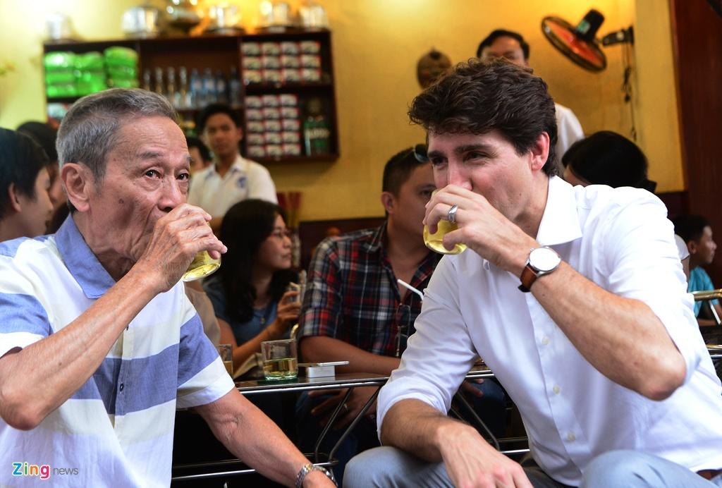 Thu tuong Trudeau ngoi ca phe via he Sai Gon hinh anh 5
