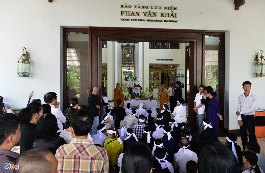 Nguoi dan den nha vieng co Thu tuong Phan Van Khai tu som hinh anh 1