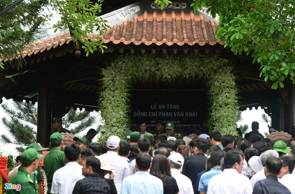 Khu mo co Thu tuong Phan Van Khai kin nguoi den vieng hinh anh 7