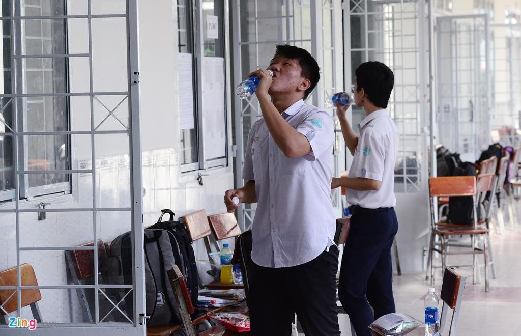 thi sinh,  phu huynh Sai Gon rang ngoi ngay thi anh 6