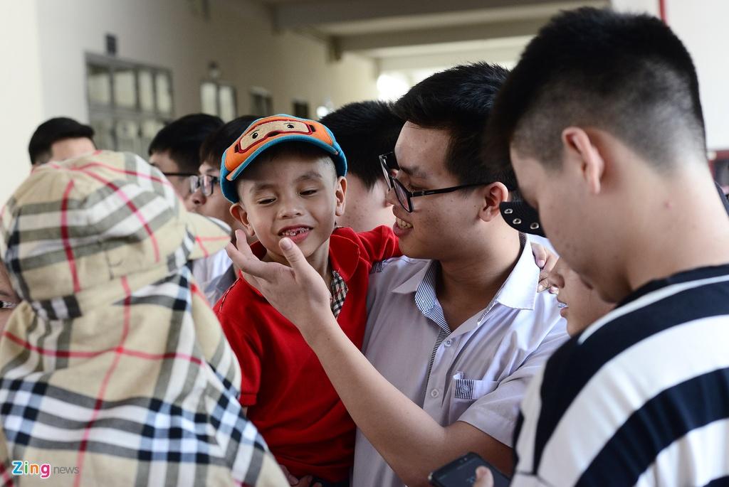 thi sinh,  phu huynh Sai Gon rang ngoi ngay thi anh 12