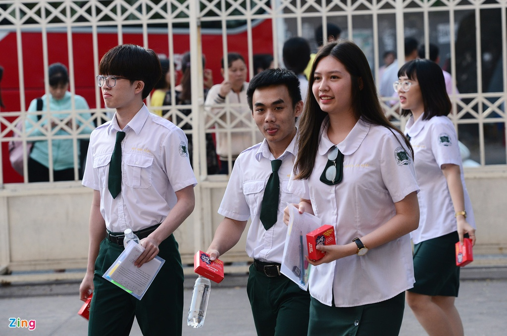 thi sinh,  phu huynh Sai Gon rang ngoi ngay thi anh 2