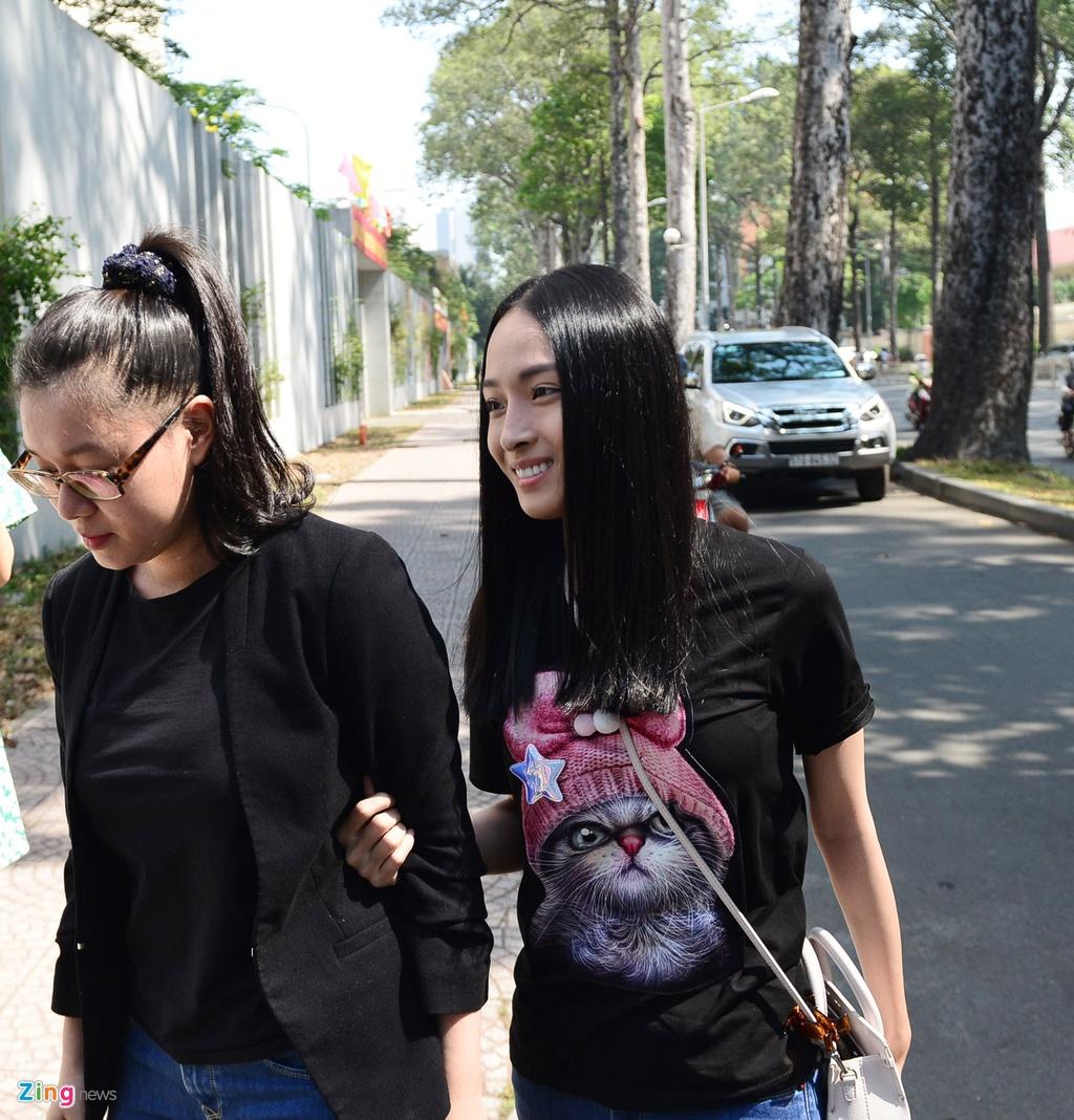 Hoa hau Phuong Nga,  quyet dinh dinh chi dieu tra anh 2