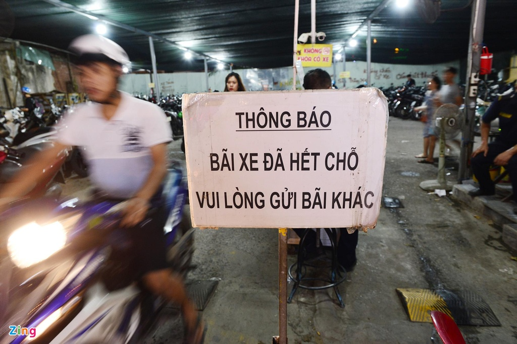 nguoi dan vui choi dip le o pho di bo Nguyen Hue anh 4