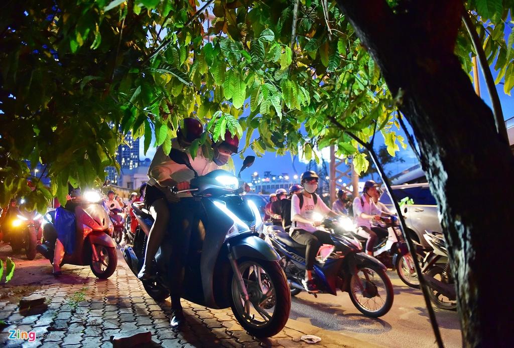 xe co ket cung tren duong Nguyen Huu Canh anh 9