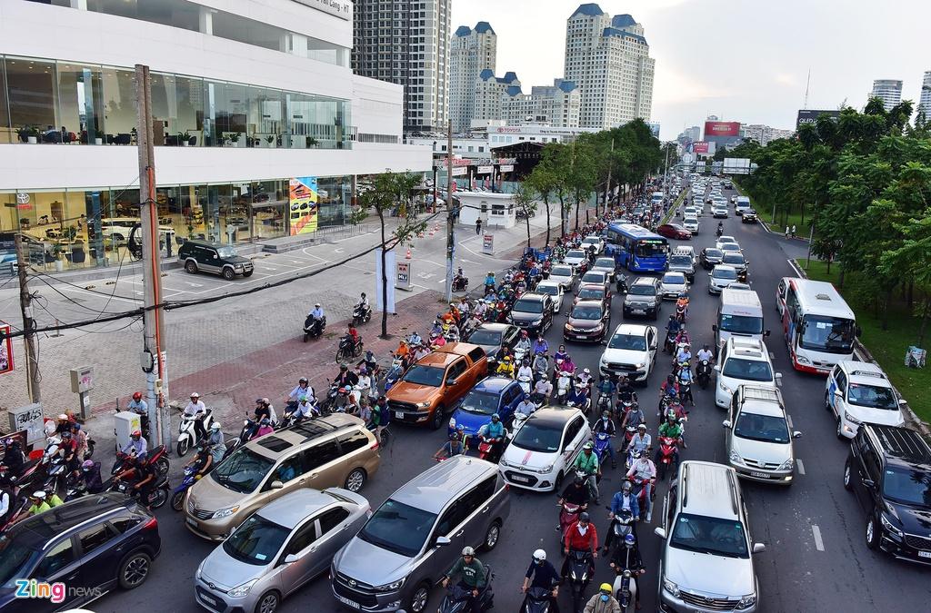 xe co ket cung tren duong Nguyen Huu Canh anh 2