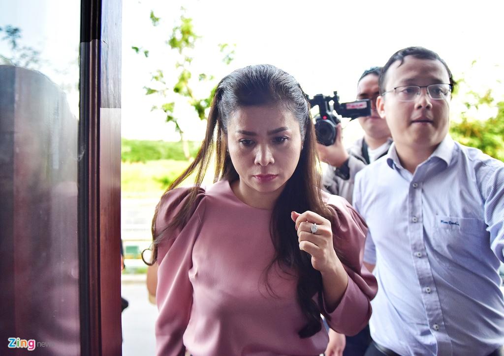 Ba Le Hoang Diep Thao: 'Toi rat lo suc khoe cho chong' hinh anh 4