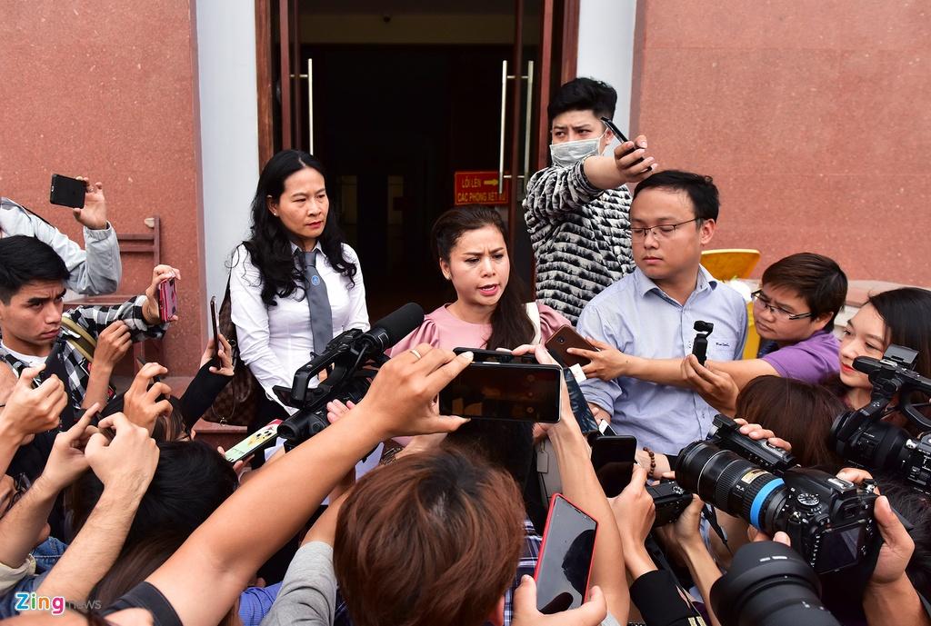 Ba Le Hoang Diep Thao: 'Toi rat lo suc khoe cho chong' hinh anh 7